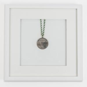 Medaljram 30x30 cm, vit
