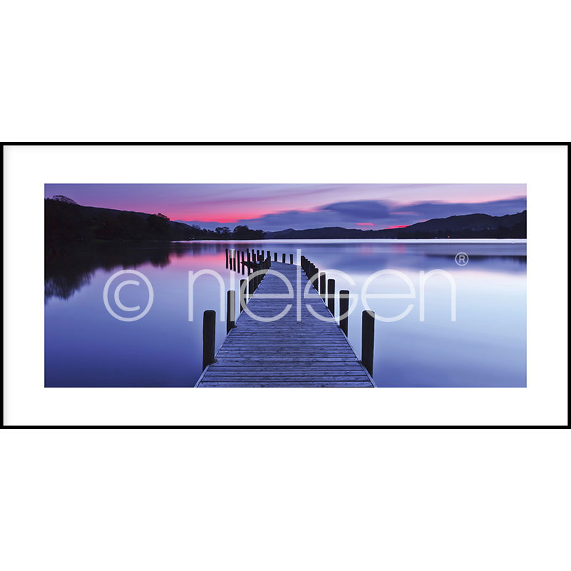 "Inramad bild ""Footbridge Sunset"" med aluminiumram C2"