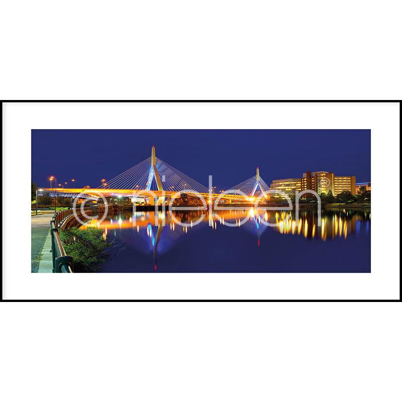 "Inramad bild ""Bridge at Night"" med aluminiumram C2"