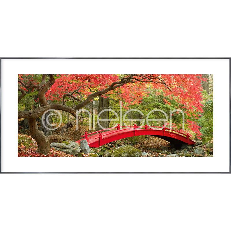 """Inramad bild """"Bridge in red"""" med aluminiumram Alpha"""