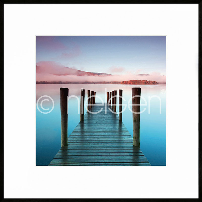 """Inramad bild """"Footbridge blue and red"""" med aluminiumram C2"""