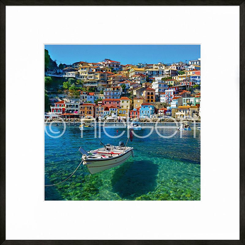 """Inramad bild """"Parga Boat Greece"""" med aluminiumram C2"""