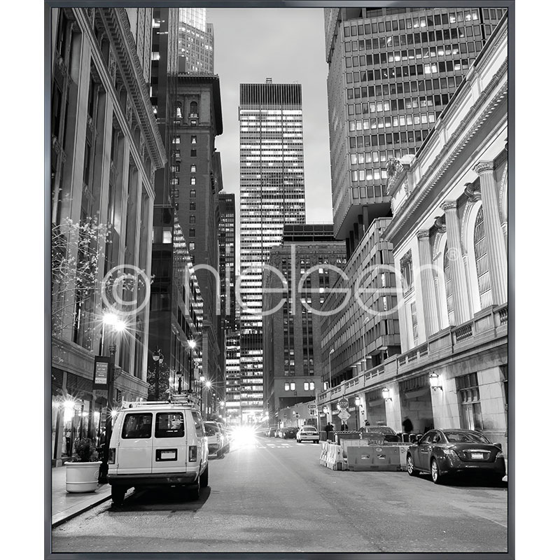 "Inramad bild ""New York Downtown"" med aluminiumram Alpha"