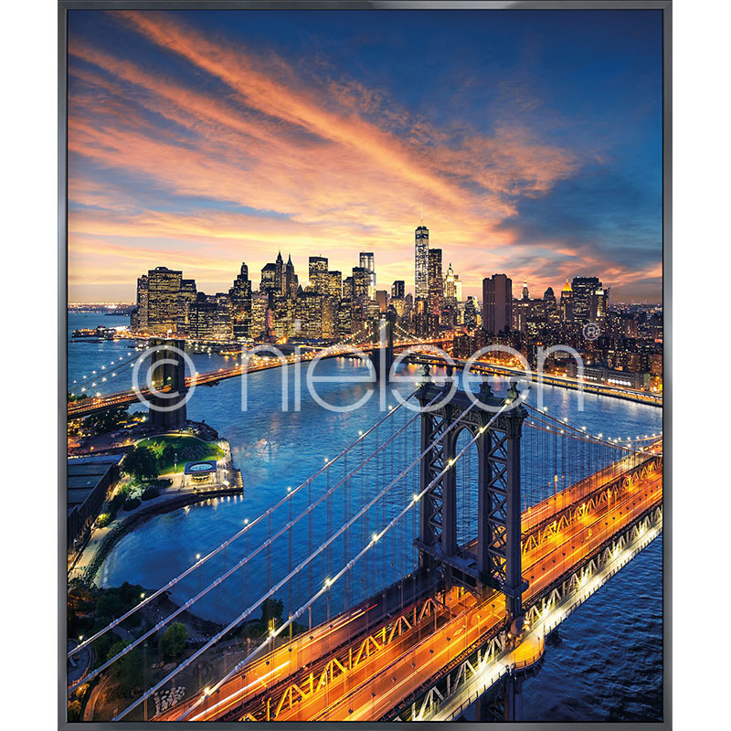 "Inramad bild ""New York City Sunset"" med aluminiumram Alpha"