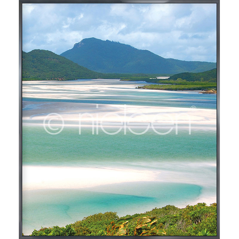 "Inramad bild ""White Haven Beach"" med aluminiumram Alpha"