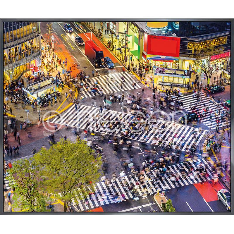 """Inramad bild """"Tokyo Crosswalks"""" med aluminiumram Alpha"""