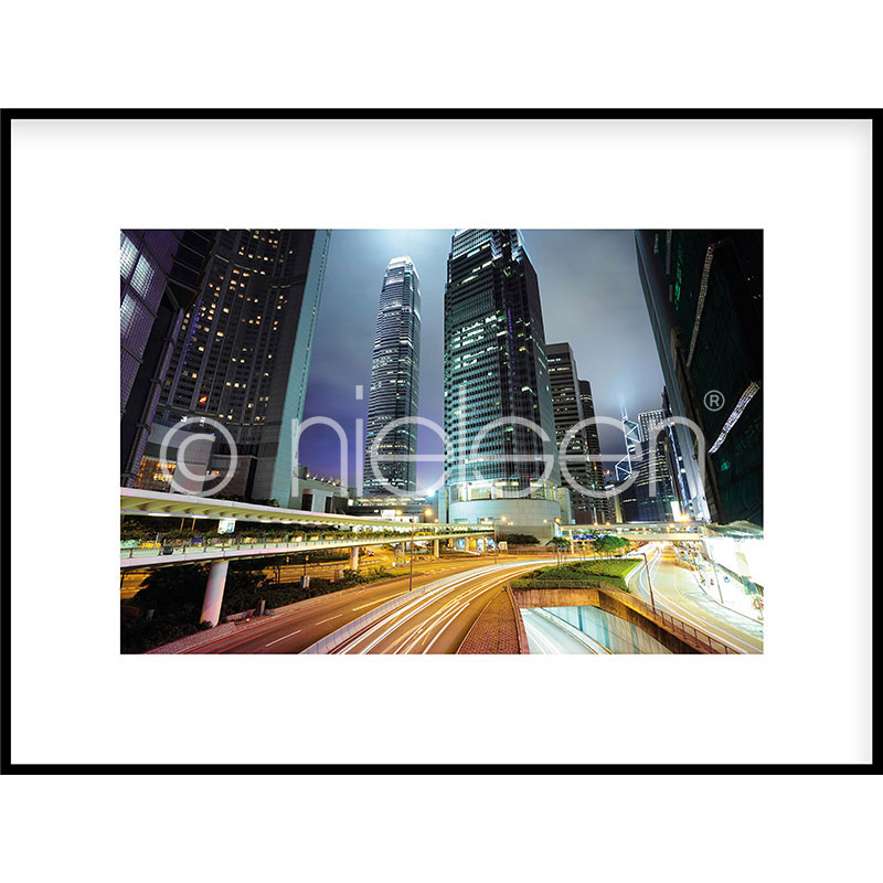 "Inramad bild ""Hongkong at Night"" med aluminiumram C2"
