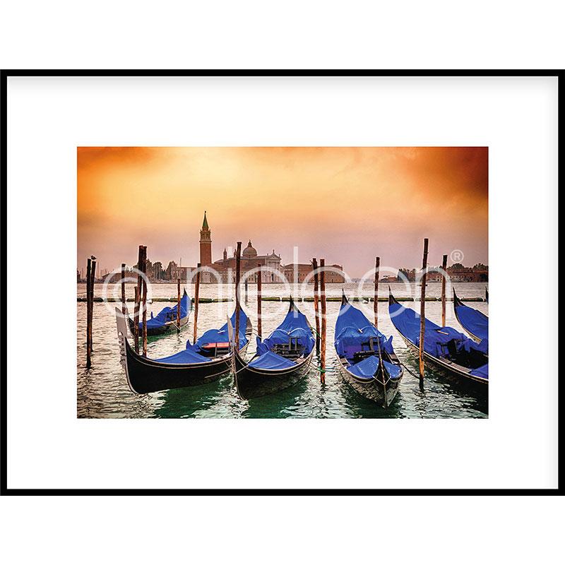 """Inramad bild """"Gondolas moored"""" med aluminiumram C2"""