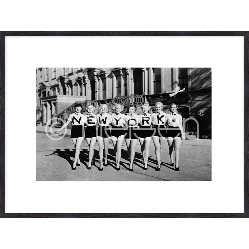 """Inramad bild """"Chorus Line"""" med träram Quadrum"""