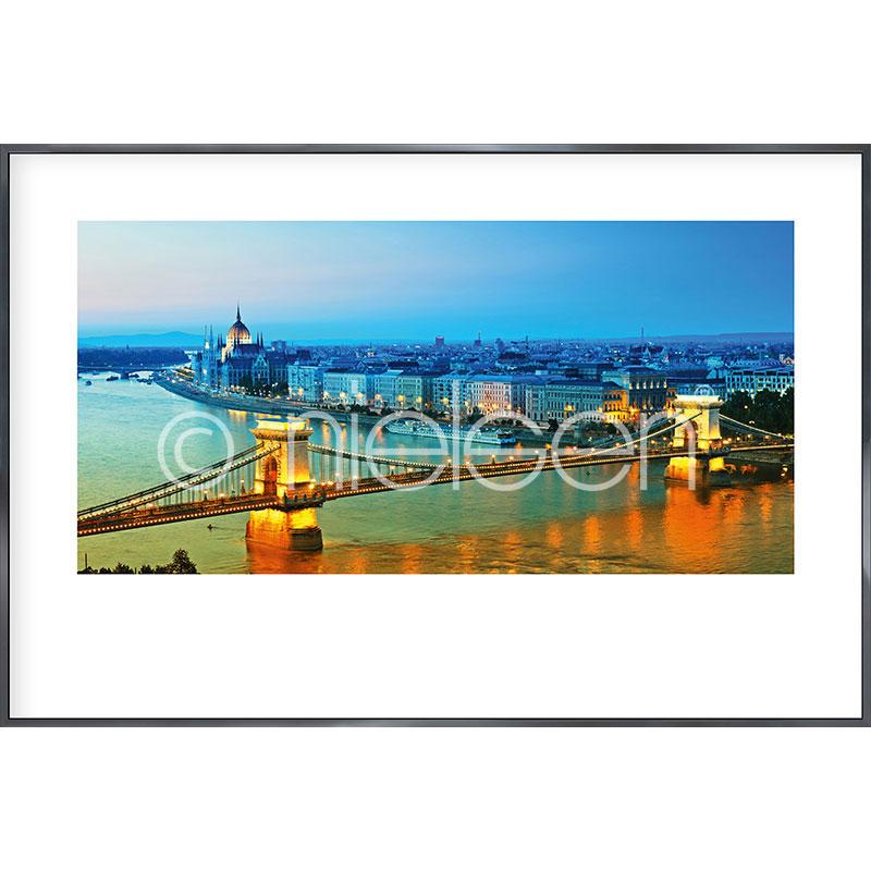 """Inramad bild """"Budapest"""" med aluminiumram Alpha"""