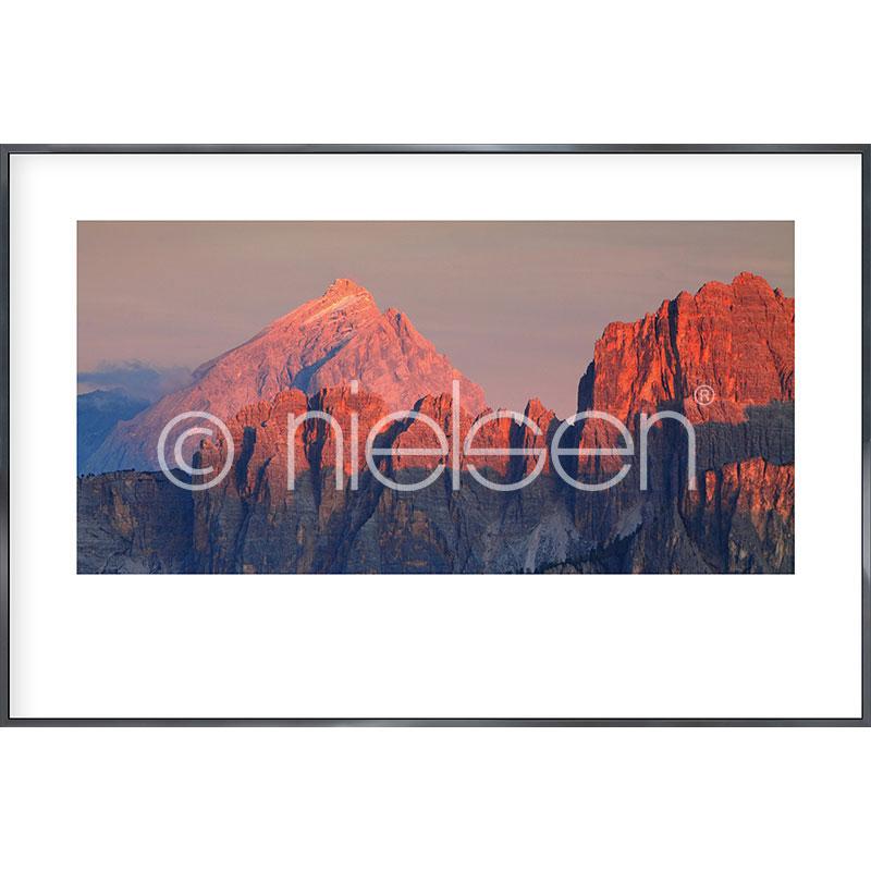 """Inramad bild """"Dolomite Alps"""" med aluminiumram Alpha"""